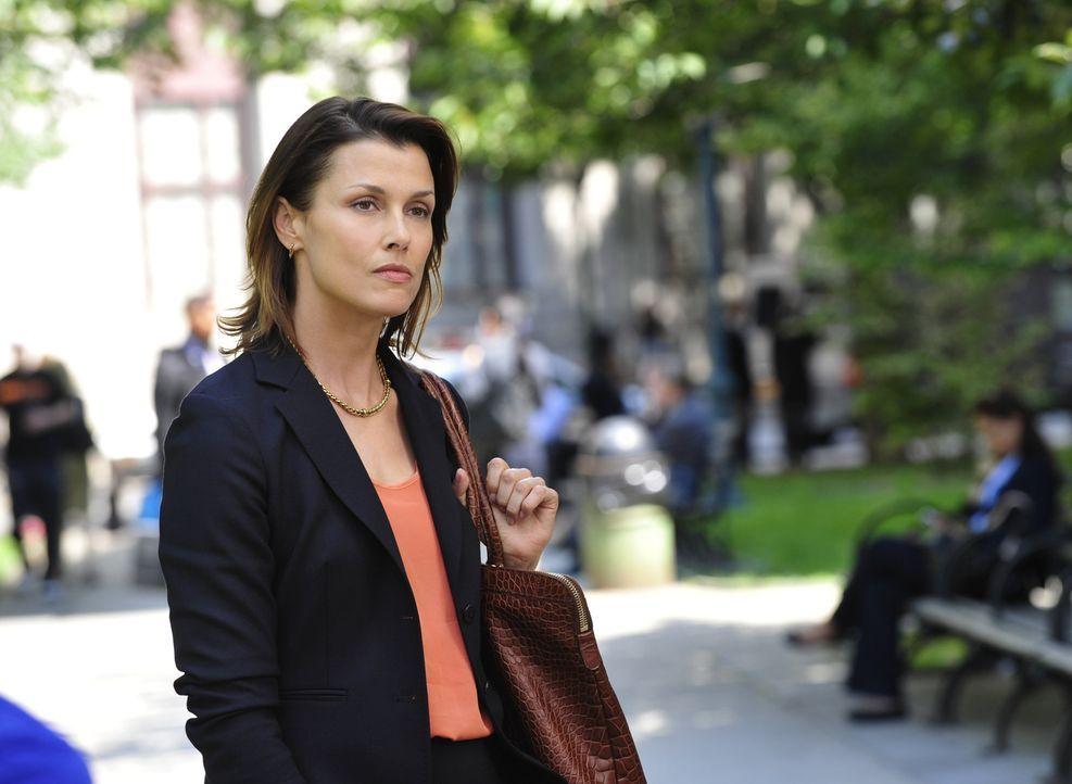 Erin (Bridget Moynahan) ahnt noch nicht, dass ihr Leben bald in Gefahr ist ... - Bildquelle: 2013 CBS Broadcasting Inc. All Rights Reserved.