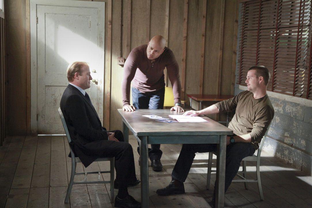Callen (Chris O'Donnell, r.) und Sam (LL Cool J, M.) versuchen alles, um die Unschuld von Kensi zu beweisen. Doch wird ihnen Alex Harris (Gregg Henr... - Bildquelle: CBS Studios Inc. All Rights Reserved.