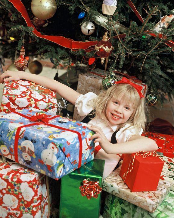 Nachdem Eloise (Sofia Vassilieva) eine unglückliche Ehe verhindert hat, kann sie das Weihnachtsfest so richtig genießen ... - Bildquelle: DiNovi Pictures