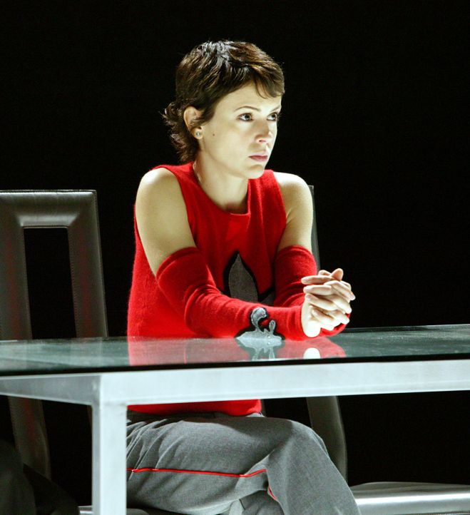 Um Morris zu retten, wenden sich Phoebe (Alyssa Milano), Paige und Piper an das Tribunal und verlangen eine Anhörung ... - Bildquelle: Paramount Pictures.