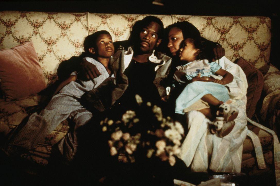 T. Paul (Martin Lawrence, 2.v.l.) liebt seine beiden Kinder Joey (Marcus T. Paulk, l.) und Tonya (Penny Bae Bridges, r.) und seine Frau Lisa (Samari... - Bildquelle: Buena Vista International