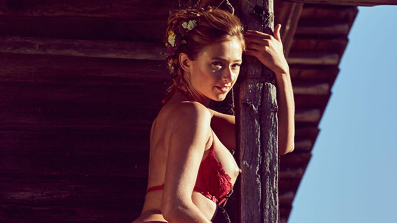 Jessica_Kuehne_Empore_2 - Bildquelle: Sacha Eyeland für Playboy Oktober 2015