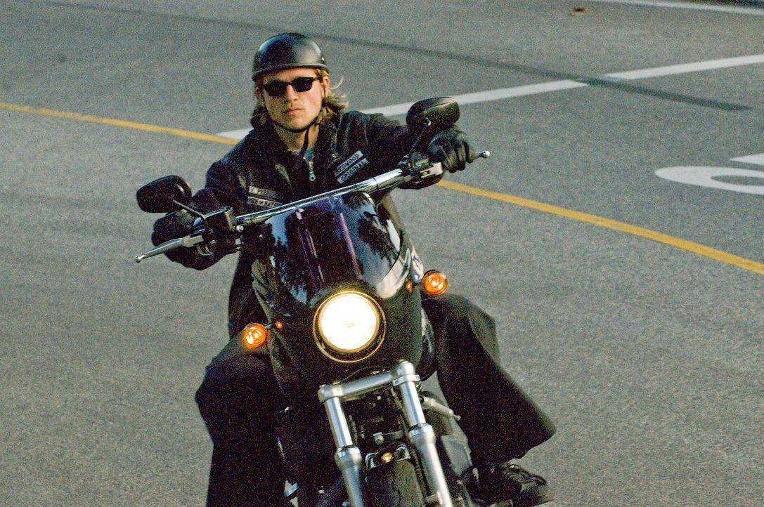 """Jax (Charlie Hunnam) ist Vizepräsident der """"Sons of Anarchy"""". Diese handeln mit Waffen und weichen Drogen, lassen sich als Sicherheitsleute anheuer... - Bildquelle: 2008 FX Networks, LLC. All rights reserved."""