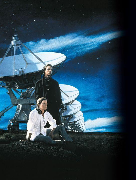 Mit einer Botschaft aus der Tiefe des Weltalls, beginnt das größte Abenteuer der Menschheit: Ellie Arroway (Jodie Foster, l.) und Palmer Joss (Mat... - Bildquelle: Warner Bros. Pictures