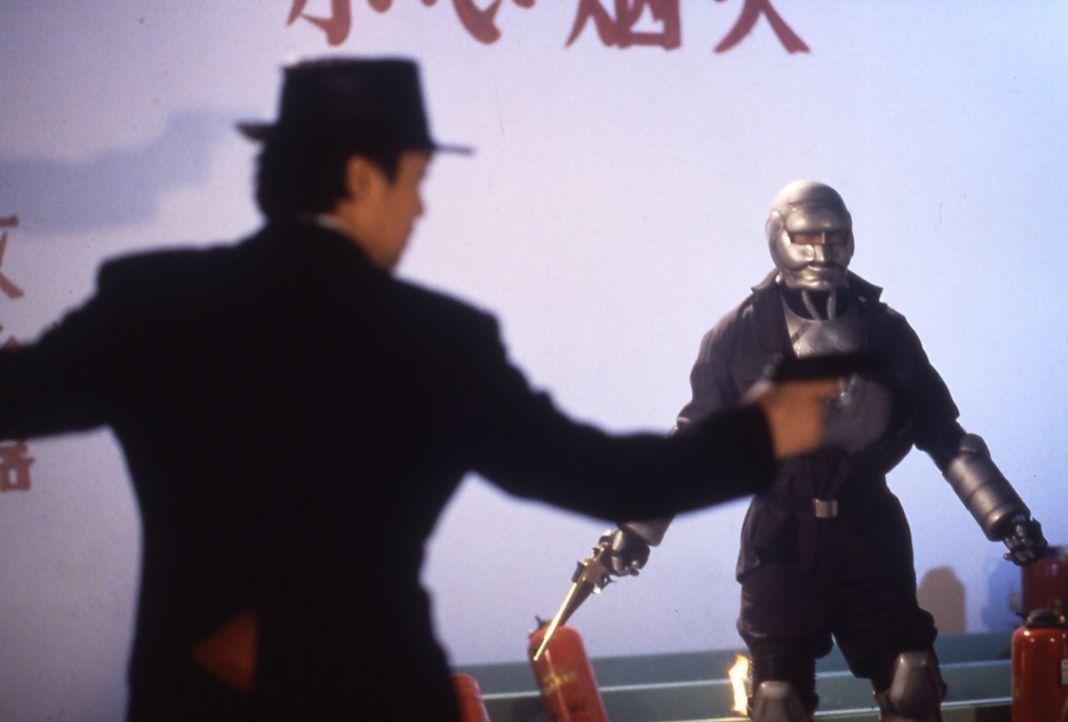 Der Mann mit der goldenen Pistole (Kam-Kong Wong, r.) spielt ein gefährliches doppeltes Spiel ... - Bildquelle: Splendid Film