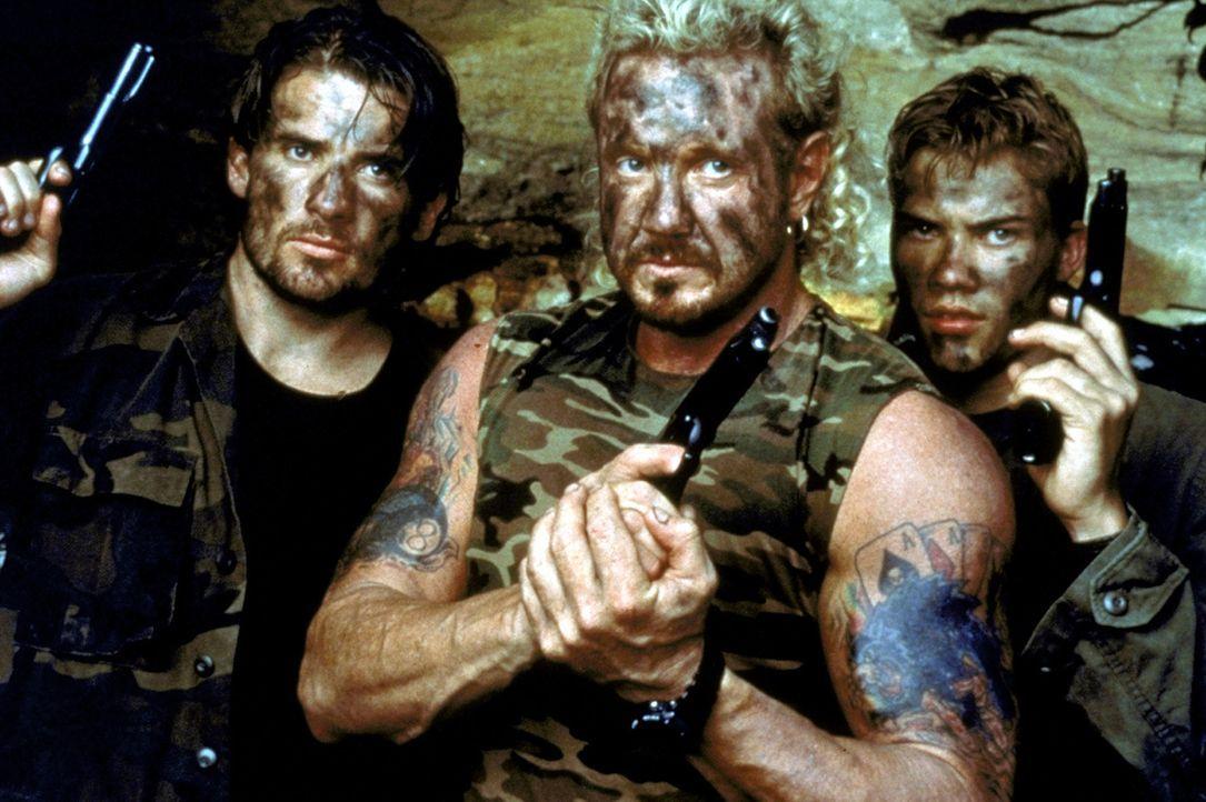 """Die """"American Freedom Fighters"""": Die Brüder Troy (Dominic Purcell, l.), Dirk (Diamond Dallas Page, M.) und Eric (Chris Sadrinna, r.) wollen mit der... - Bildquelle: Columbia TriStar"""