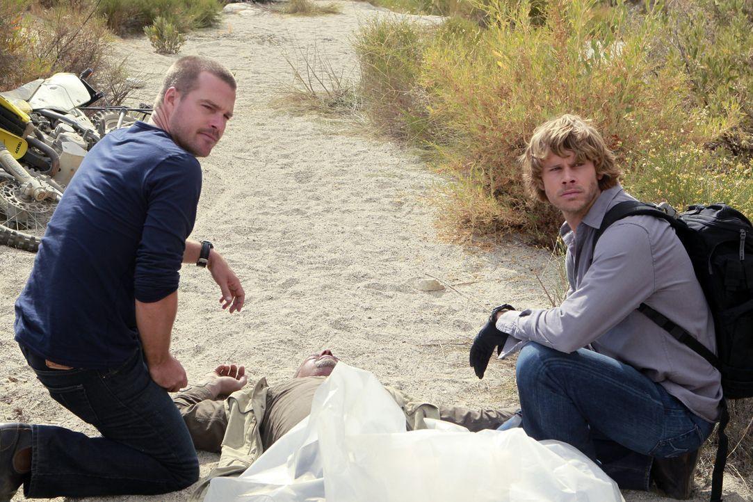 Ermitteln in einem neuen Mordfall: Deeks (Eric Christian Olsen, r.) und Callen (Chris O'Donnell, l.) ... - Bildquelle: CBS Studios Inc. All Rights Reserved.