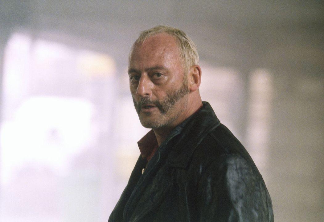 Kommt einer ungeheuerlichen Verschwörung auf die Spur: Ex-Bulle Schiffer (Jean Reno) ... - Bildquelle: Tobis Film