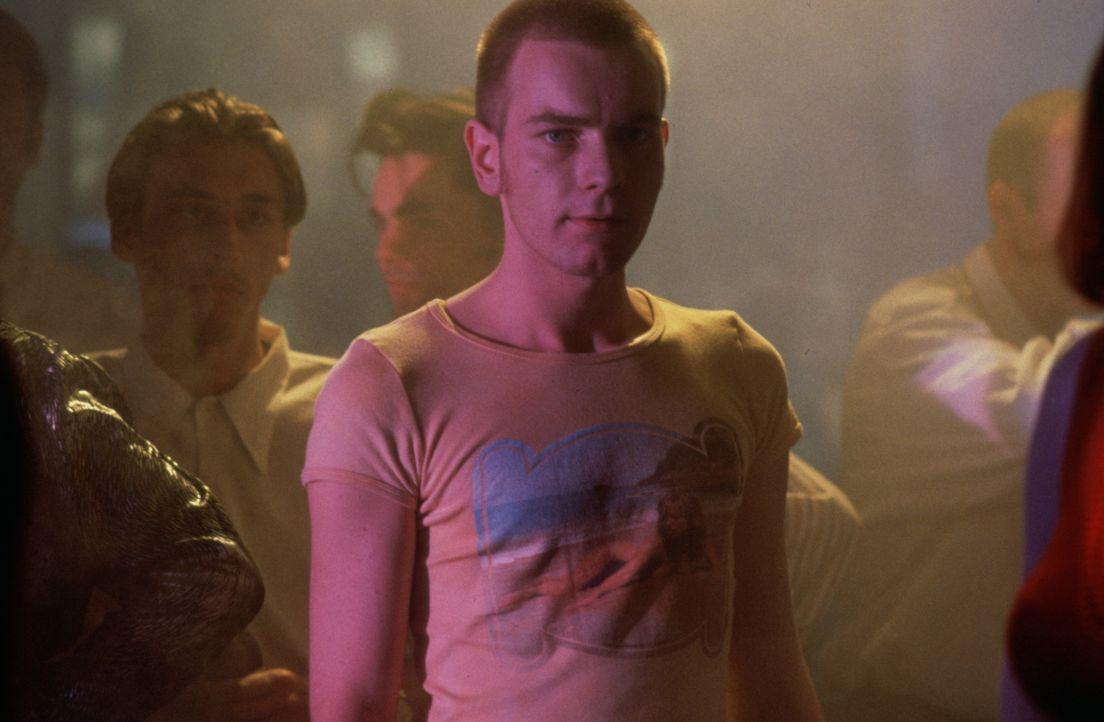 Mark Renton (Ewan McGregor) ist ein Junkie. Sein Revier ist ein trister Teil Edinburghs, und sein grauer Alltag dreht sich von morgens bis abends um... - Bildquelle: Universal Pictures