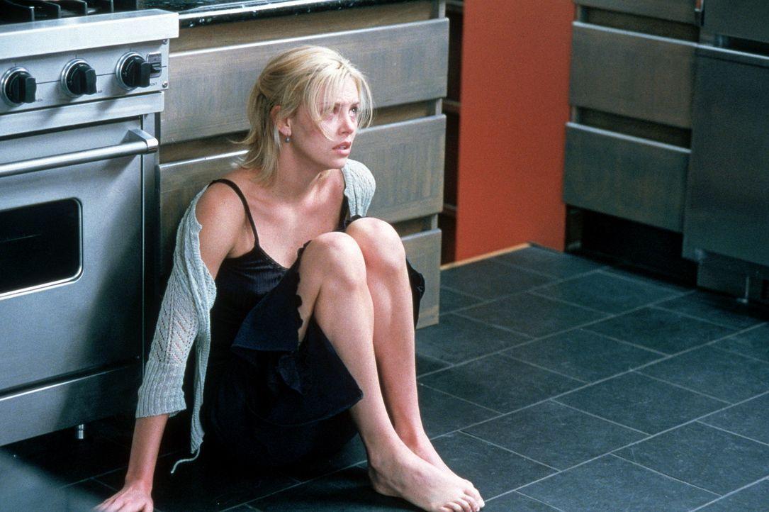 Wie sicher kann man sich in seinem eigenen Haus fühlen? Karen Jennings (Charlize Theron) wird diese Frage wohl nicht durch den Kopf gegangen sein.... - Bildquelle: Senator Film