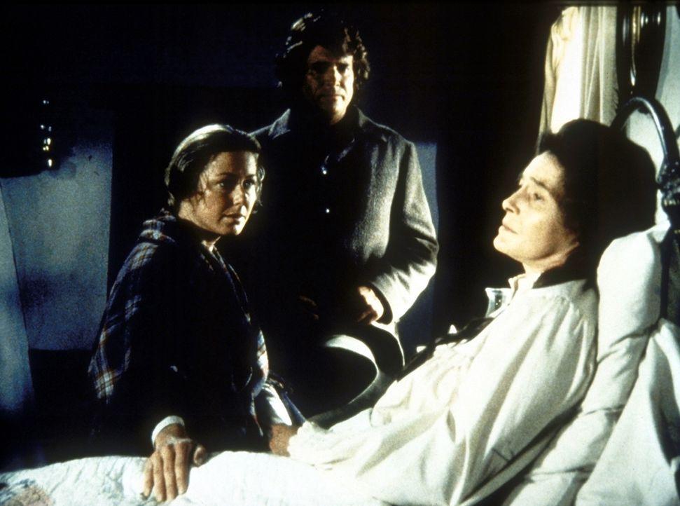 Kurz vor ihrem Tod teilt Julia (Patricia Neal, r.) Caroline (Karen Grassle, l.) und Charles (Michael Landon, M.) mit, dass sie für ihre Kinder noch... - Bildquelle: Worldvision