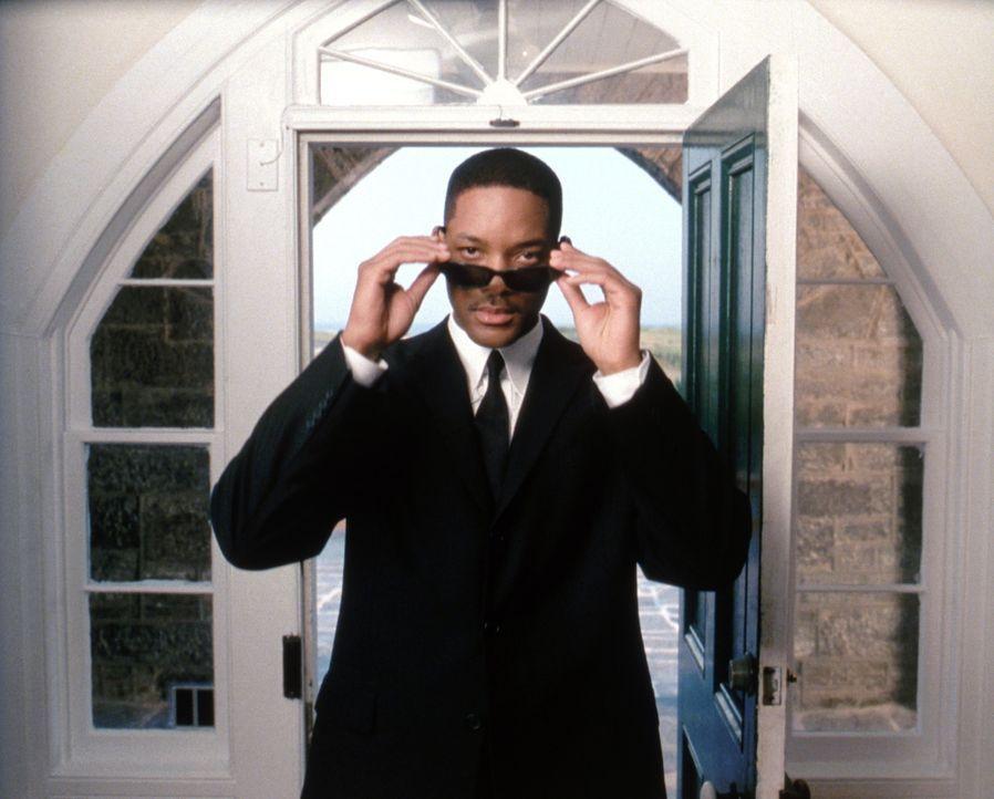 Als J (Will Smith) in einem scheinbaren Routinefall ermittelt, stößt er auf ein diabolisches Komplott, bei dem ihm nur eine einzige Person helfen ka... - Bildquelle: 2003 Sony Pictures Television International