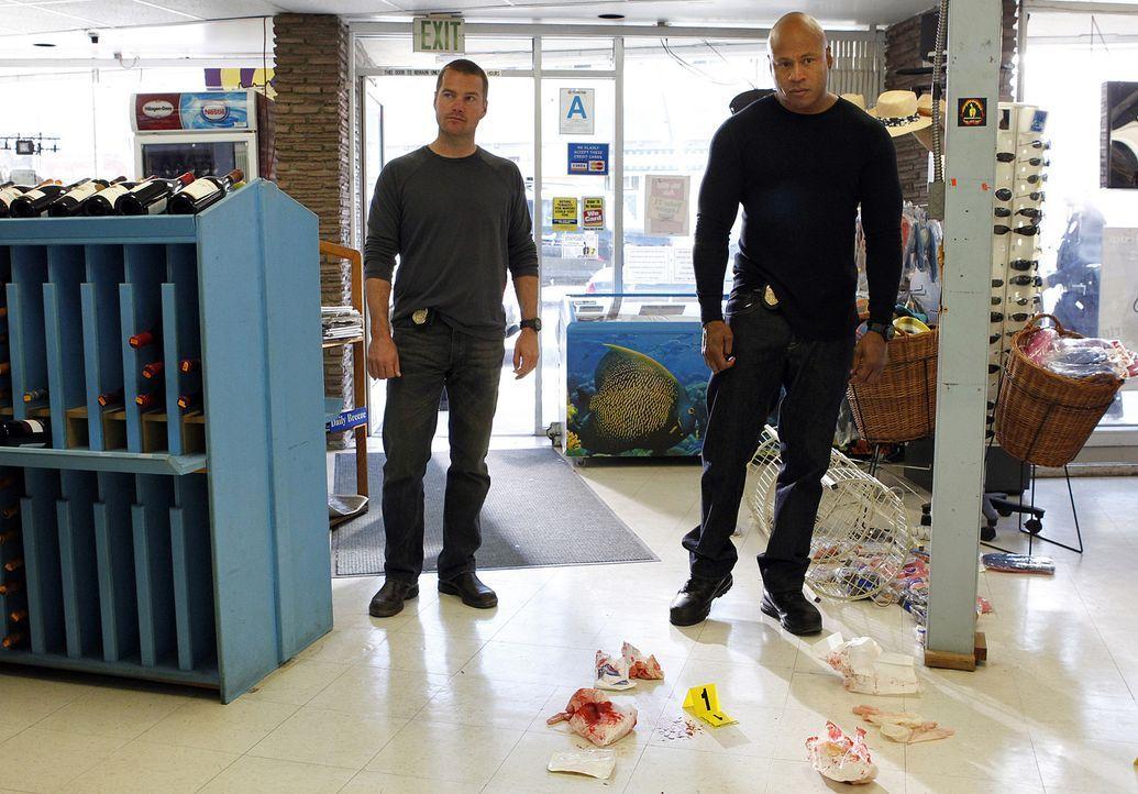 Ermitteln in einem neuen Fall: Callen (Chris O'Donnell, l.) und Sam (LL Cool J, r.) ... - Bildquelle: CBS Studios Inc. All Rights Reserved.