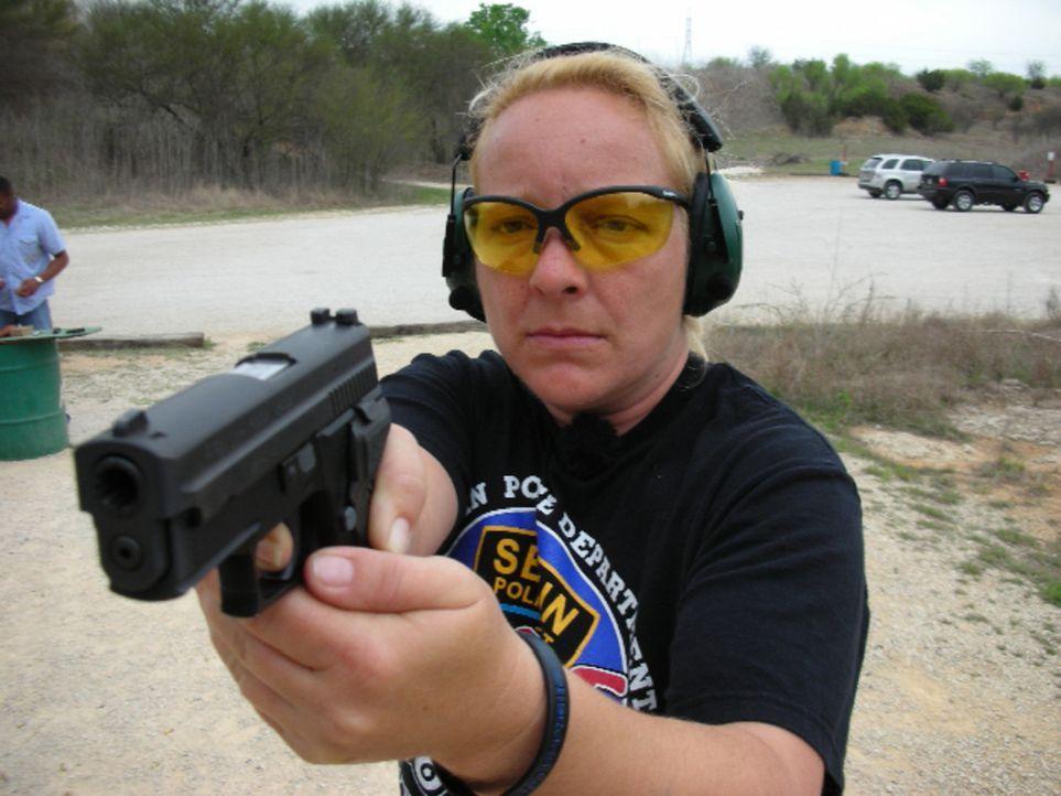 Drogenhändler, Schlägereien und Überfälle - das ist das Leben von Martina Wissmann (46). Die Stuttgarterin ist Cop in Texas und sorgt in den Str... - Bildquelle: kabel eins