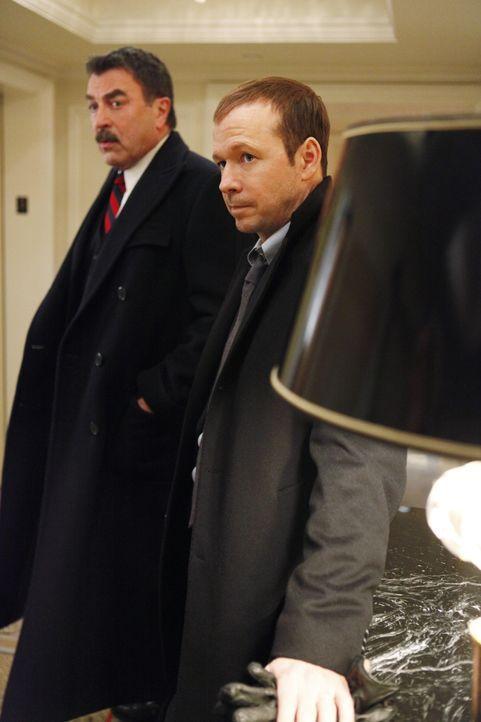 Einer Top-Journalistin Schutz zu bieten, ist schwieriger als gedacht: Frank (Tom Selleck, l.) und Danny (Donnie Wahlberg, r.) ... - Bildquelle: Craig Blankenhorn 2011 CBS Broadcasting Inc. All Rights Reserved