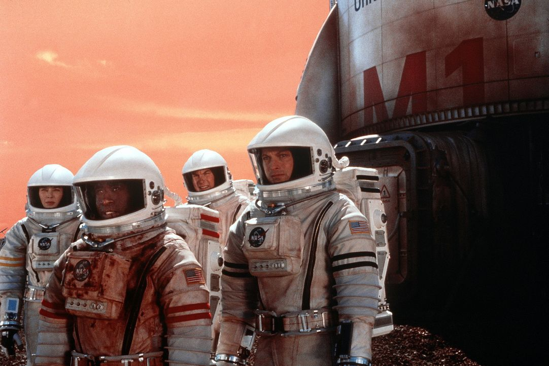 Endlich gelingt es Jim (Gary Sinise, r.), Luke (Don Cheadle, 2.v.l.), Terri (Connie Nielsen, l.) und Phil (Jerry O'Connell, 2.v.r.) das eigenartige... - Bildquelle: Touchstone Pictures