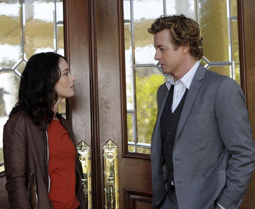 Bei einer Party in einem Countryclub wurde Scarlett Marquesa vergiftet. Patrick (Simon Baker, r.) und Teresa (Robin Tunney, l.) gehen auf Mörderjagd... - Bildquelle: Warner Bros. Television