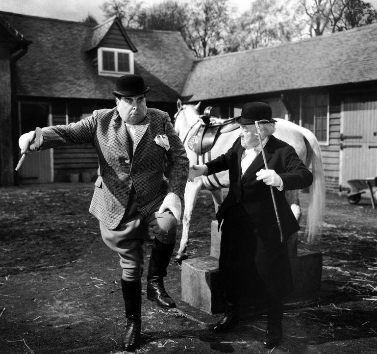 Hat Miss Marple (Margaret Rutherford, r.) in Hector (Robert Morley, l.) bereits den Mörder gefunden? - Bildquelle: Warner Bros.