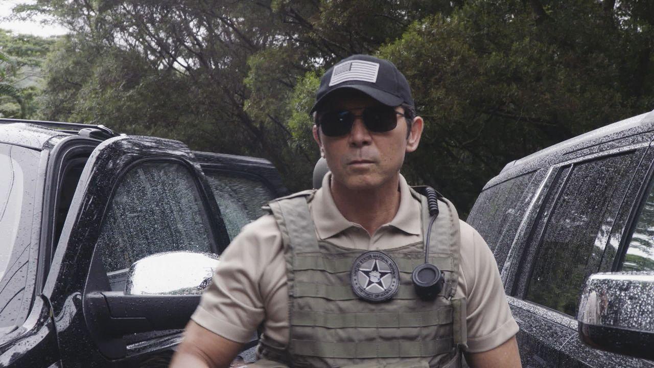 Das Team muss US Marshal Lincoln (Lou Diamond Phillips) aufhalten, nachdem ein Verdächtiger in einem Mordfall entflohen ist und auf hoheitlichem Lan... - Bildquelle: 2016 CBS Broadcasting, Inc. All Rights Reserved