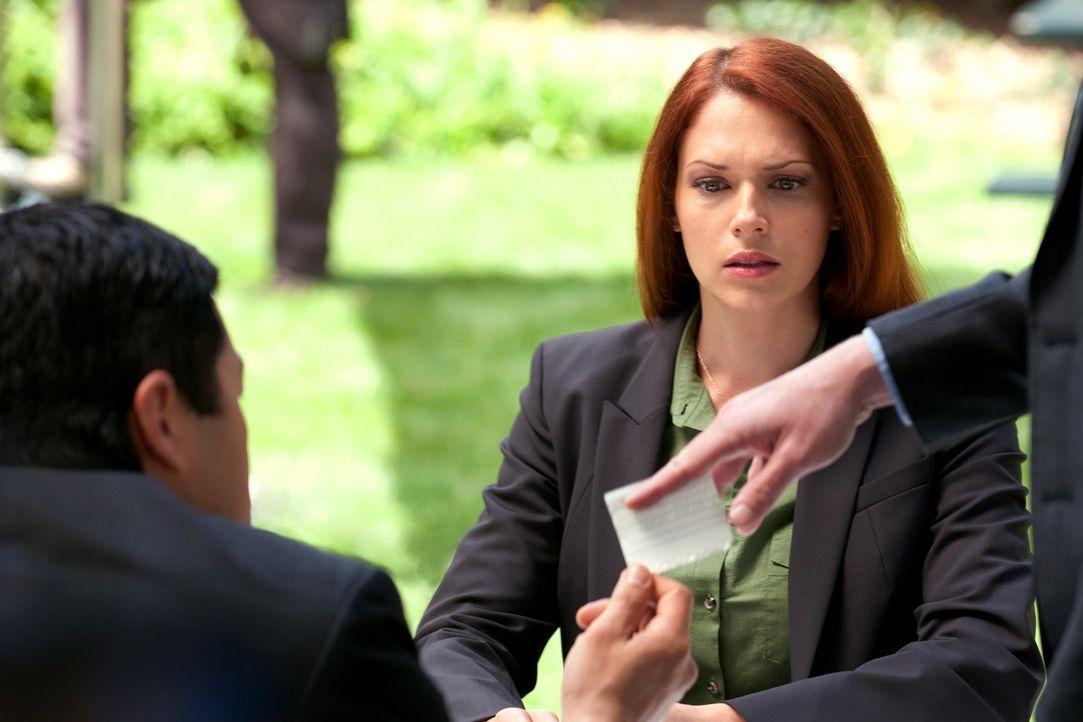 Versuchen, einen neuen Fall zu lösen: Grace (Amanda Righetti, r.), Kimball (Tim Kang, l.) und das restliche Team ... - Bildquelle: Warner Bros. Television