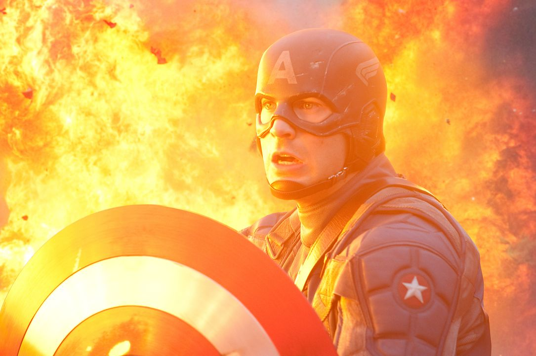 Captain America Steve Rogers (Chris Evans) muss alles riskieren, um den größenwahnsinnige Nazi Johann Schmidt, der sich nach einem Selbstversuch mit... - Bildquelle: TM &   2011 Marvel Entertainment, LLC & subs. All Rights Reserved.