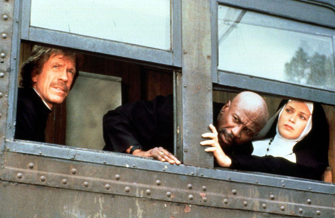 Gemeinsam mit der hübschen Patricia (Melody Anderson, r.) suchen die beiden heruntergekommenen Abenteurer Max (Chuck Norris, l.) und Leo (Louis Gos... - Bildquelle: Cannon Films