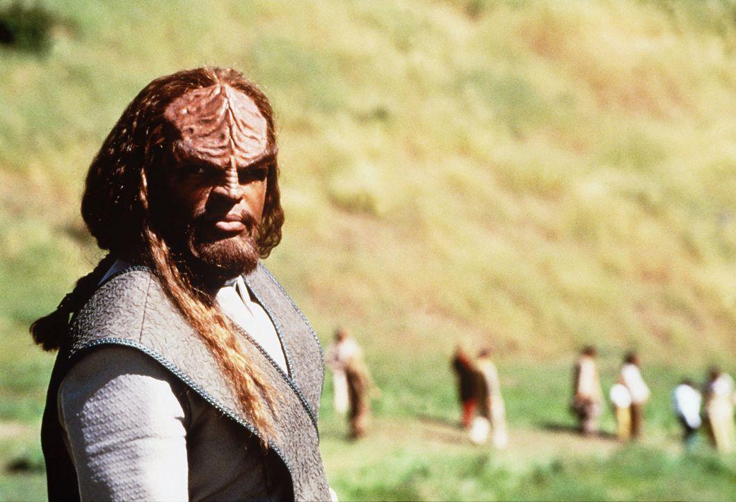 Lt. Commander Worf (Michael Dorn) greift zur Waffe, um die Welt der Ba'ku zu verteidigen ... - Bildquelle: Paramount Pictures