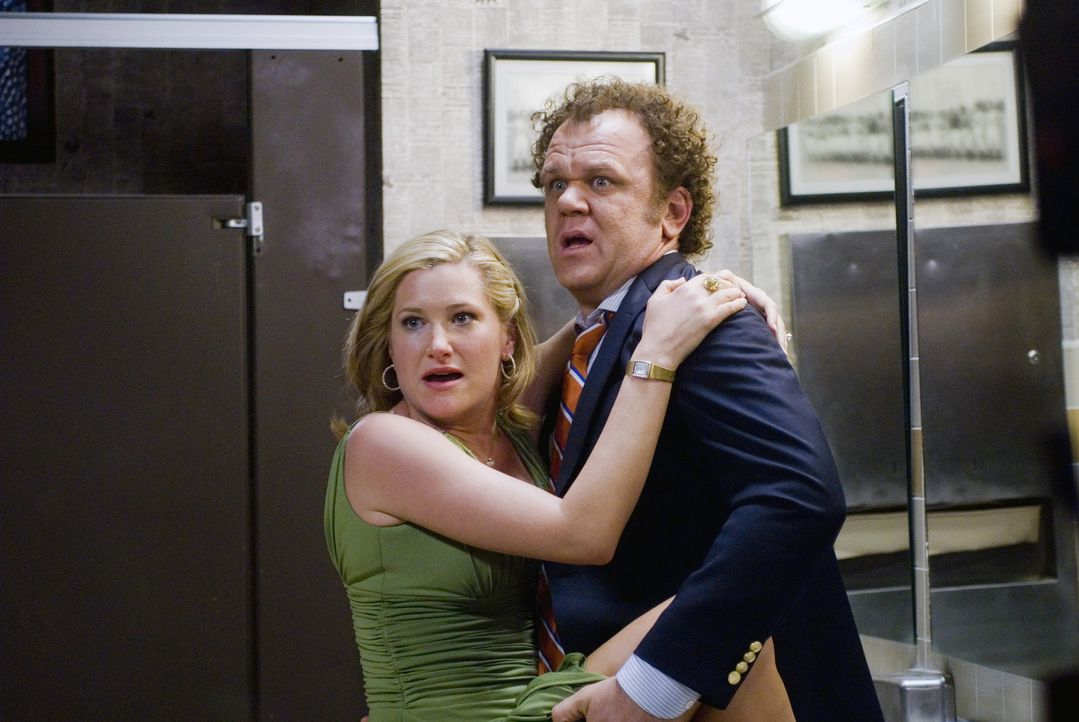 Schaffen sie es noch bis zur Toilette? die nymphomanische Alice (Kathryn Hahn, l.) und Neu-Schwager Dale (John C. Reilly, r.) ... - Bildquelle: 2008 Columbia Pictures Industries, Inc. and Beverly Blvd LLC. All Rights Reserved.