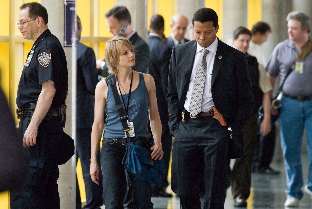 Während der Polizist Sean Mercer (Terence Howard, M.r.) vom New York Police Department den mörderischen Überfall auf ihren Verlobten aufklären s... - Bildquelle: Warner Bros.
