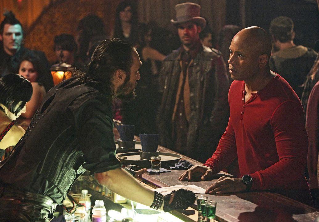 Nachdem Abby in einem Goth-Club entführt wurde, beginnt für Sam (LL Cool J, r.) und seine Kollegen ein Wettlauf mit der Zeit ... - Bildquelle: CBS Studios Inc. All Rights Reserved.