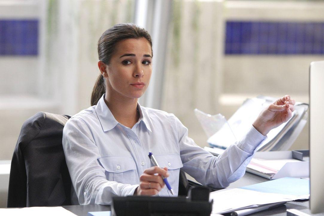 Neu im Team: die junge, ambitionierte Agentin Michelle Vega (Josie Loren) ... - Bildquelle: Warner Bros. Television
