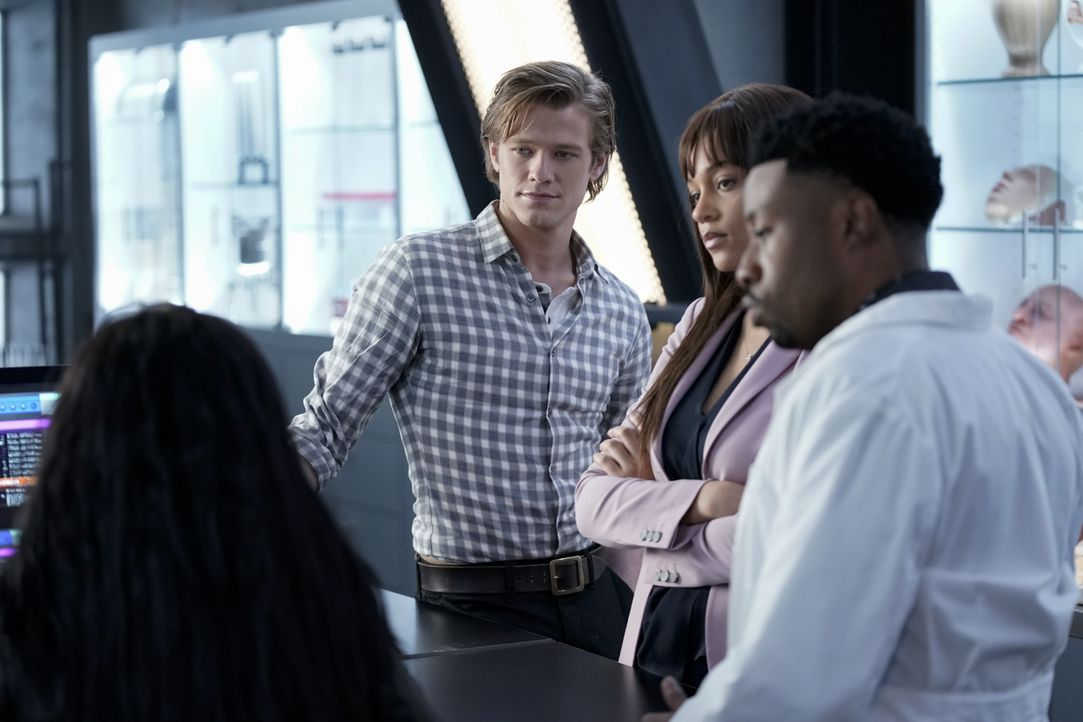 (v.l.n.r.) MacGyver (Lucas Till); Leanna Martin (Reign Edwards); Wilt Bozer (Justin Hires) - Bildquelle: Jace Downs 2019 CBS Broadcasting, Inc. All Rights Reserved / Jace Downs