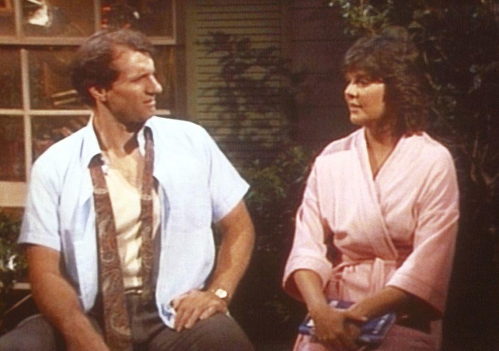 Al (Ed O'Neill, l.) ist enttäuscht, als Marcy (Amanda Bearse, r.) ihm offenbart, dass sie ihn keineswegs attraktiv findet. - Bildquelle: Columbia Pictures