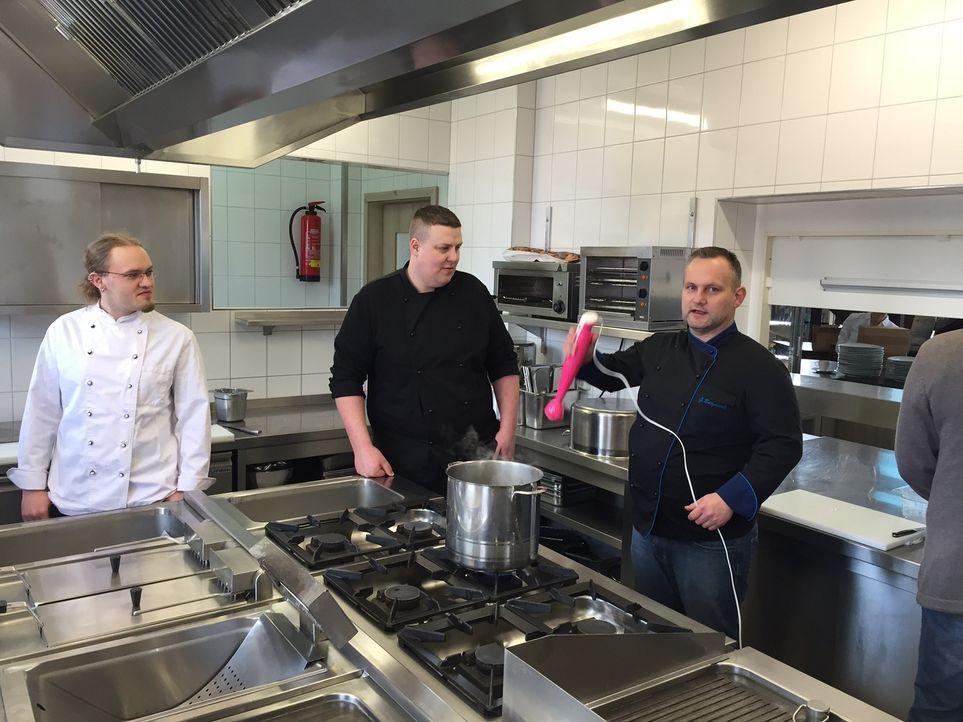 Um ein erfolgreiches Restaurant zu eröffnen und zu etablieren, braucht man vor allem Durchhaltevermögen: Gastronom und Küchenchef Galt Burghardt (r.... - Bildquelle: kabel eins