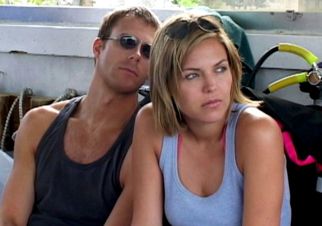Um sich von ihrer anstrengenden Arbeit zu erholen, buchen Susan (Blanchard Ryan, r.) und Daniel (Daniel Travis, l.) einen Urlaub auf den Bahamas. Do... - Bildquelle: Laura Lau 2004 Lions Gate Films. All Rights Reserved.