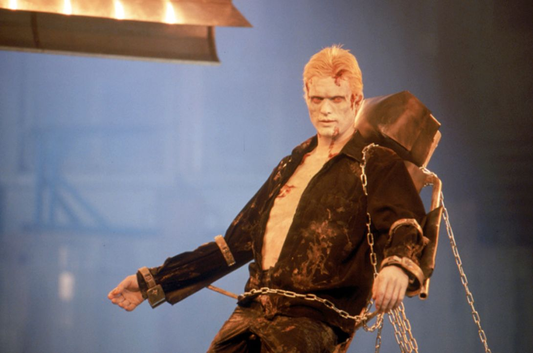 Seine Widerbelebung hatte sich der große Dracula (Stephen Billington) wohl ein bisschen anders vorgestellt! Jetzt ist er das Opfer und liegt gefess... - Bildquelle: Neo Art & Logic