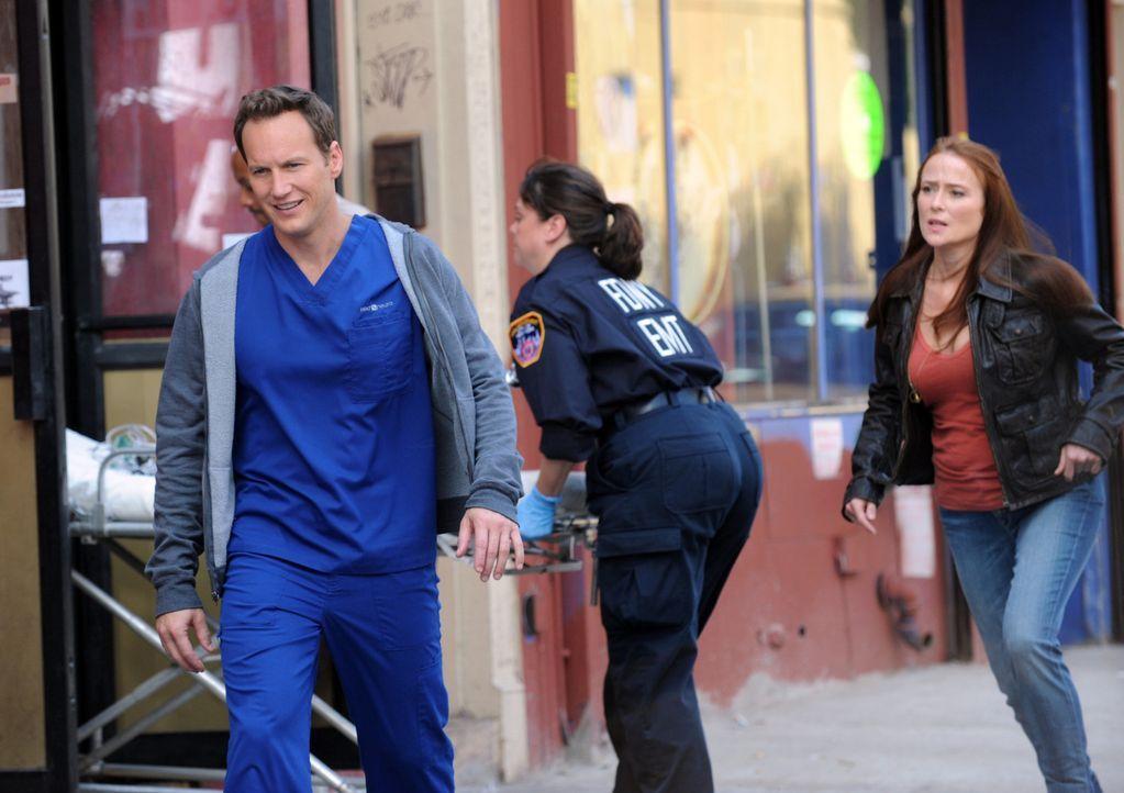 Das Leben von Chirurg Dr. Michael Holt (Patrick Wilson, l.) hat sich, seit dem Auftauchen seiner verstorbenen Ex-Frau Anna Paul (Jennifer Ehle, r.),... - Bildquelle: 2011 CBS BROADCASTING INC. ALL RIGHTS RESERVED