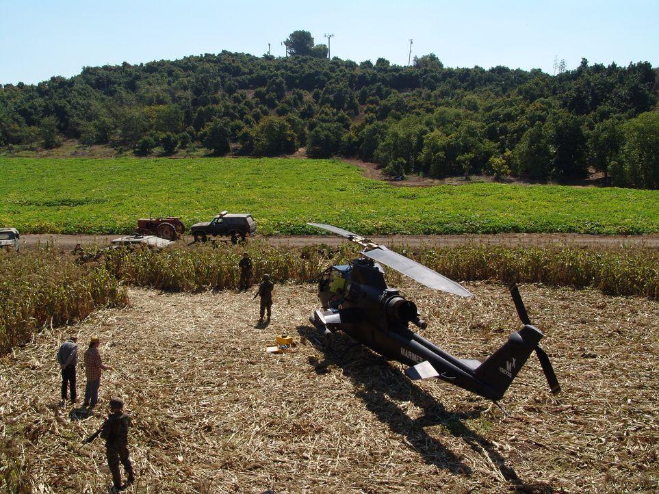 Auf einem Maisfeld inmitten mysteriöser Kornkreise wird ein verlassener Helikopter der Marines gefunden. Von dem Piloten fehlt jede Spur. Gibbs und... - Bildquelle: CBS Television