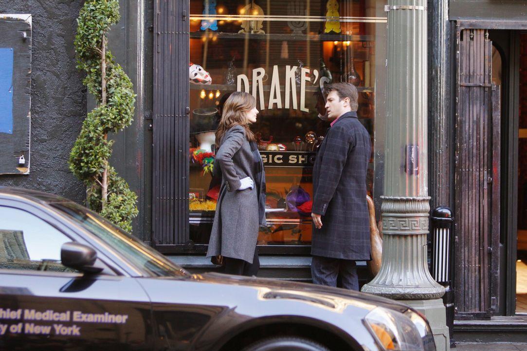 Ein Mord in einem Zauberladen ist der nächste Fall von Castle (Nathan Fillion, r.) und Beckett (Stana Katic, l.). Sie stellen fest, dass sie beide a... - Bildquelle: 2010 American Broadcasting Companies, Inc. All rights reserved.