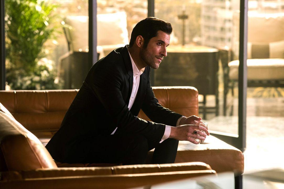Nachdem in einem Sanatorium ein Mord geschieht und der Hauptverdächtige sich selber als Gott bezeichnet, hat Lucifer (Tom Ellis) mehr denn je mit se... - Bildquelle: 2016 Warner Brothers