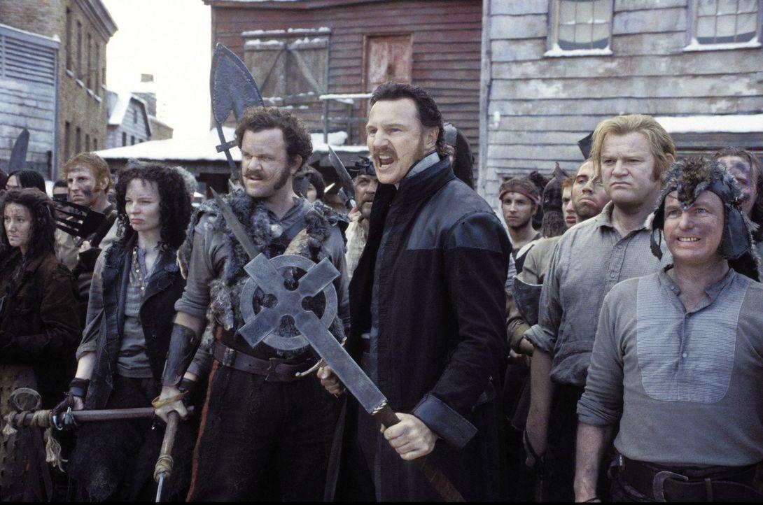 """New York im Jahre 1846: Die Einwanderer kämpfen unter ihrem Anführer, dem Priester Vallon (Liam Neeson, M.), gegen die einheimischen """"Natives"""" ... - Bildquelle: Miramax Films"""