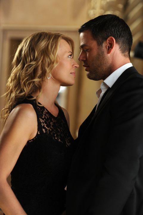 Soll sich Dr. Kate Murphey (Jeri Ryan, l.) wirklich auf den geheimnisvollen Sergej (Ivan Sergei, r.) einlassen? - Bildquelle: ABC Studios