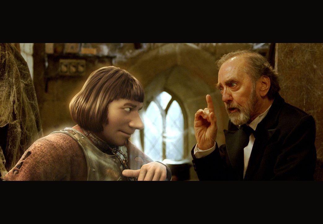 """Der Kastellan (Hans Clarin, r.) legt dem Schlossgespenst (Michael """"Bully"""" Herbig, l.) nahe, das Spuken endlich bleiben zu lassen. Denn seine Beagung... - Bildquelle: Constantin Film"""