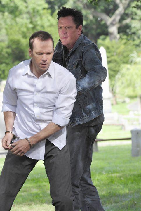 Welche Folgen es hat, nachtragende Verbrecher wie Benjamin (Michael Madsen, r.) festzunehmen, muss Danny (Donnie Wahlberg, l.) am eigenen Leib erfah... - Bildquelle: John Paul Filo 2012 CBS Broadcasting Inc. All Rights Reserved.