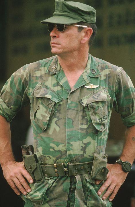 Auch Steve Butler (Tommy Lee Jones) kann sein Vietnamtrauma nicht bewältigen und er trifft eine folgenschwere Entscheidung ... - Bildquelle: Warner Bros.