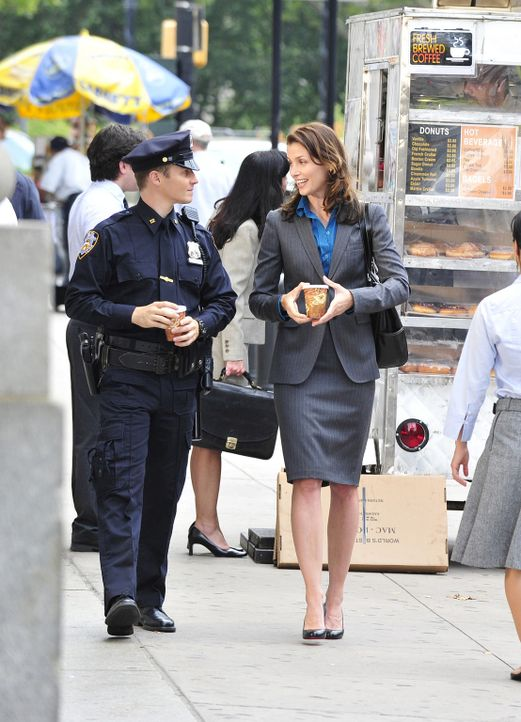 Seiner Schwester Erin (Bridget Moynahan, r.) kann Jamie (Will Estes, l.) alles anvertrauen ... - Bildquelle: 2010 CBS Broadcasting Inc. All Rights Reserved