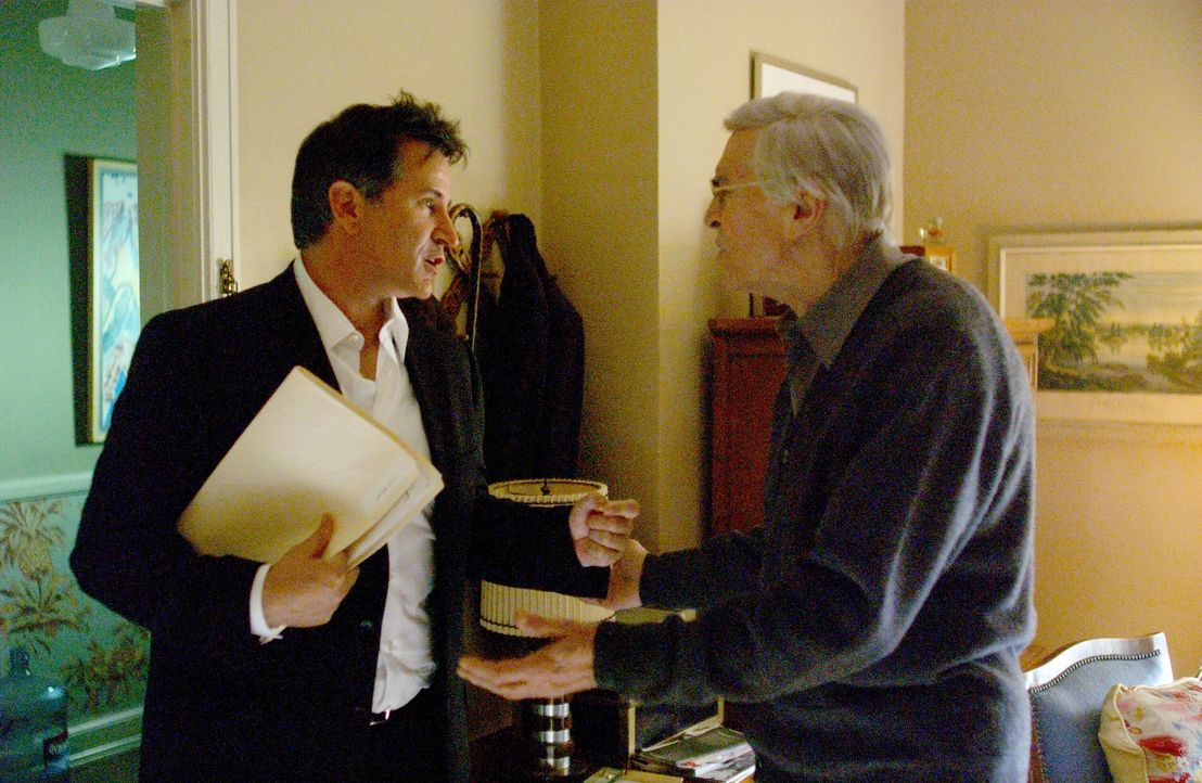 Jack (Anthony LaPaglia, l.) und sein Vater Frank Malone (Martin Landau, r.) ... - Bildquelle: Warner Bros. Entertainment Inc.