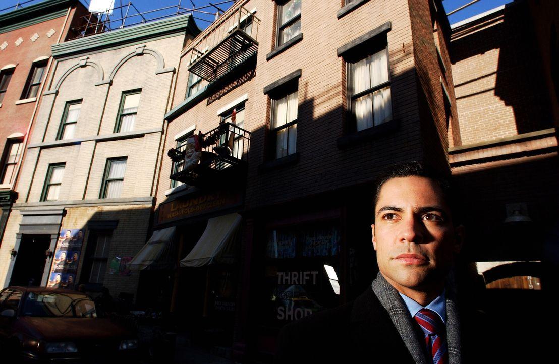 Die Ermittlungen führen Scott (Danny Pino) in die Stricherszene New Havens, in der Vizcaino anscheinend nicht nur geschäftliche Beziehungen unterhie... - Bildquelle: Warner Bros. Television