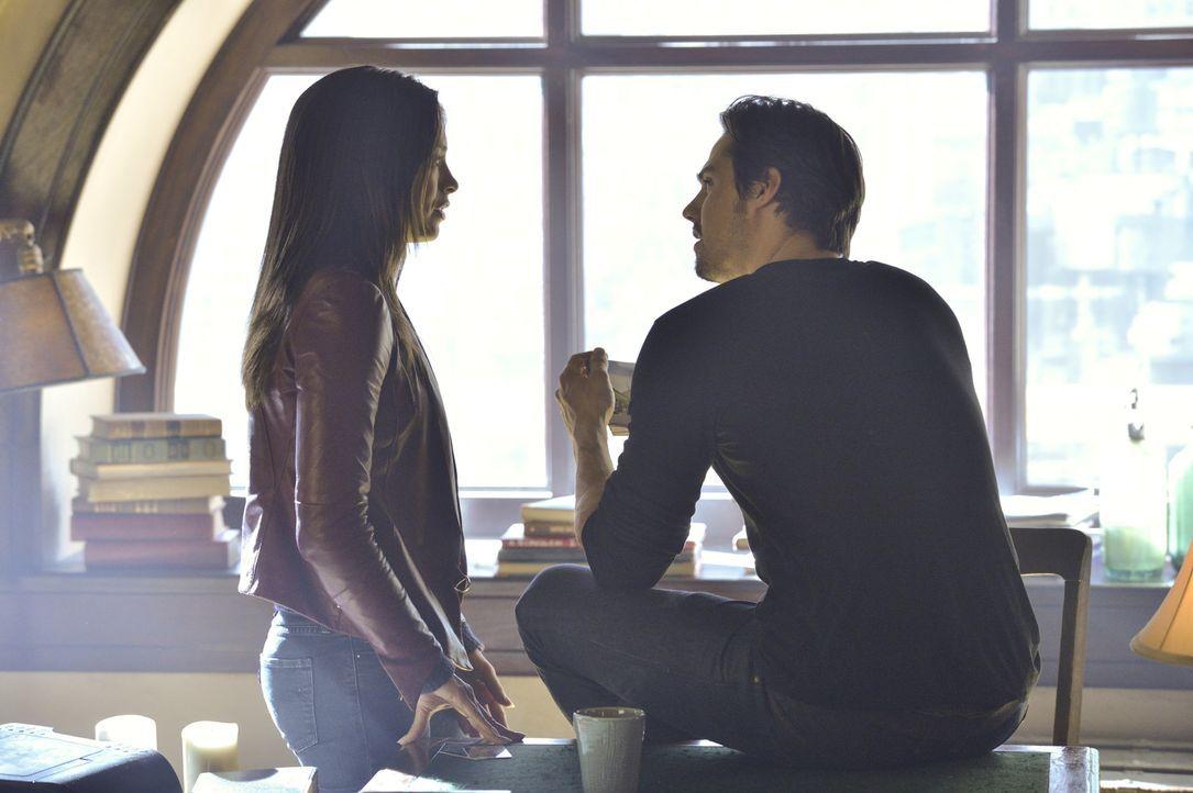 Träumen von einem normalen Leben zu zweit: Catherine (Kristin Kreuk, l.) und Vincent (Jay Ryan, r.) - Bildquelle: 2012 The CW Network, LLC. All rights reserved.