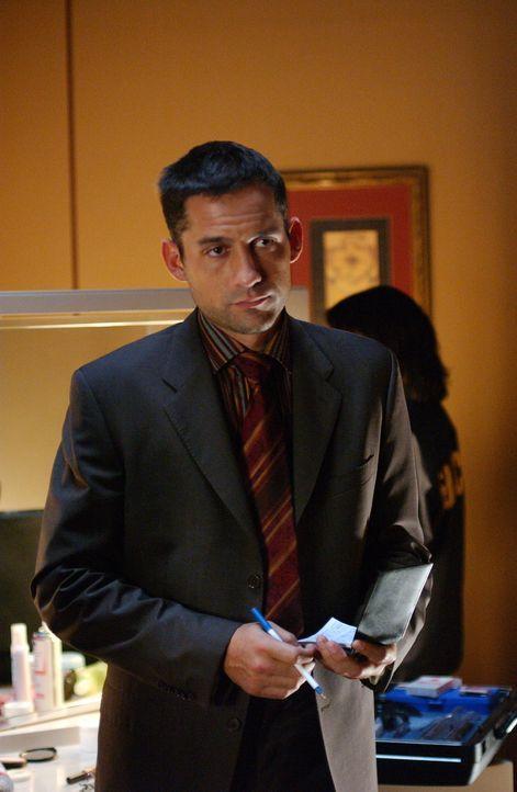 Die Ermittlungen im engeren Bekanntenkreis der Verschwundenen bringen Danny Taylor (Enrique Murciano) auf eine heiße Spur ... - Bildquelle: Warner Bros. Entertainment Inc.
